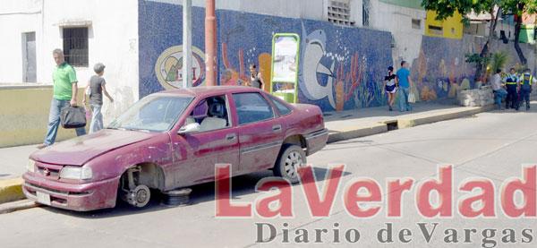 Desvalijan vehículo accidentado en Maiquetía