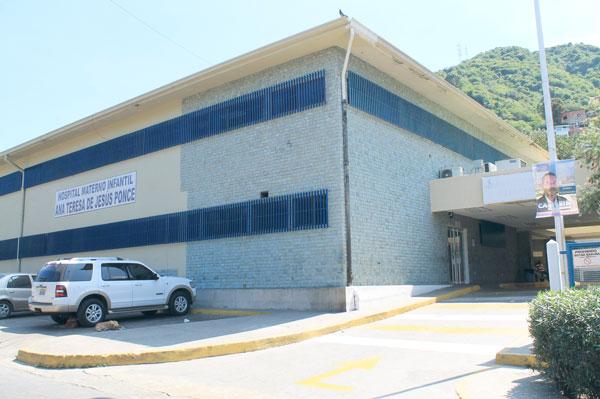 Médicos exigen copia de autopsia de niño fallecido en el Materno