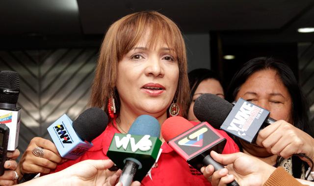 Ministra de Salud se reunió con aduaneros para agilizar importación de medicamentos