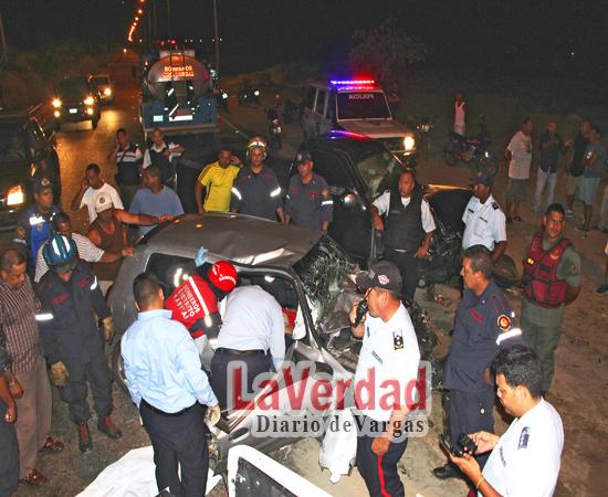 Un muerto y dos heridos deja choque de frente en vía a Naiguatá