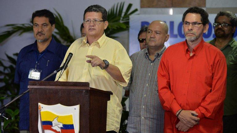 Tras liberar al general Alzate, las FARC piden a Santos pactar un «cese bilateral del fuego»