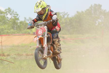 Casal y Barrios coronaron en motocross junior nacional