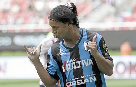 A Ronaldinho no le gusta correr en los entrenamientos