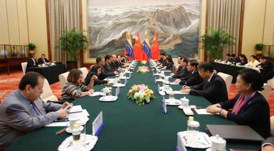 Maduro se reunió con presidente de Asamblea Nacional de China