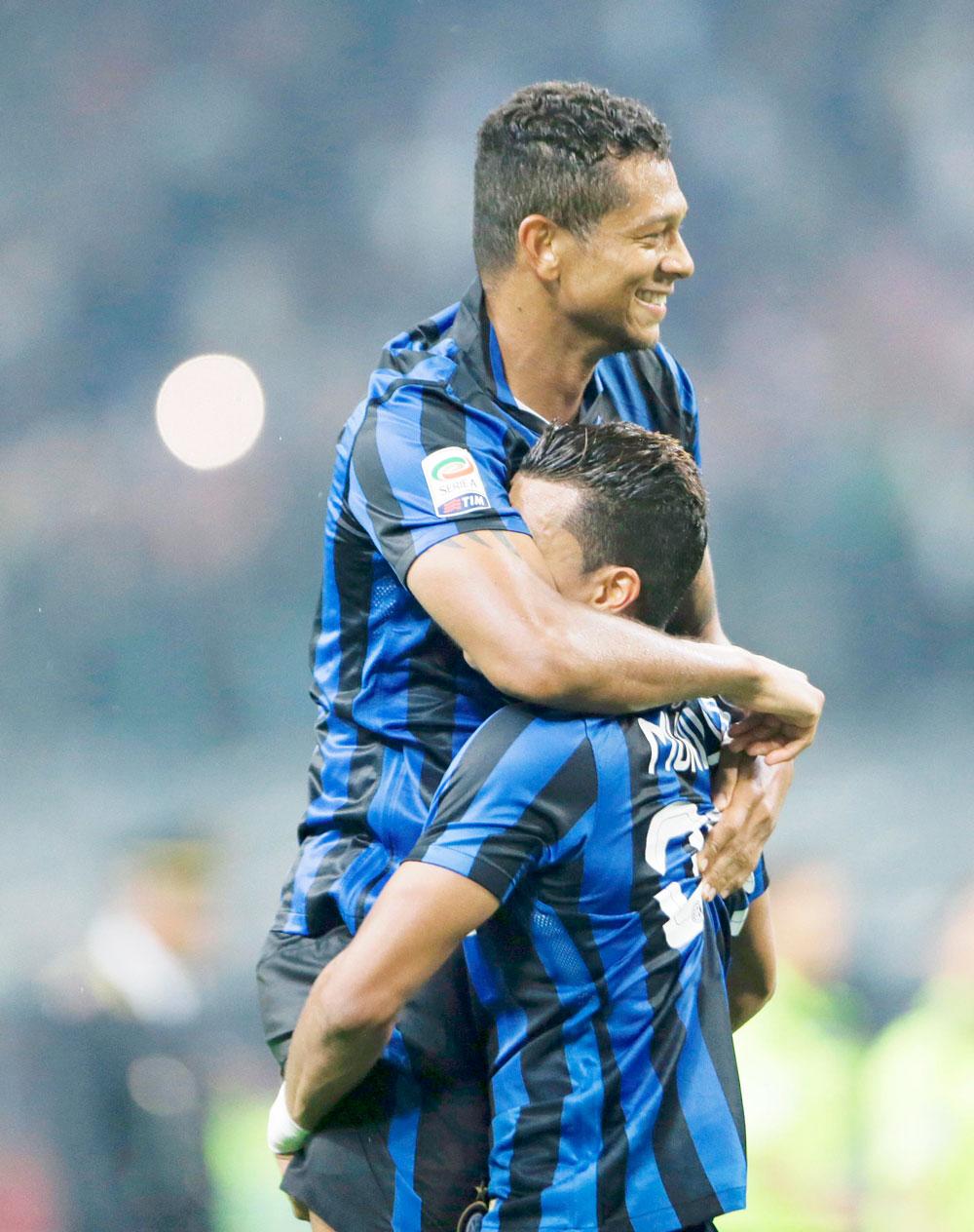 Inter dominó al Milan y mantuvo el invicto