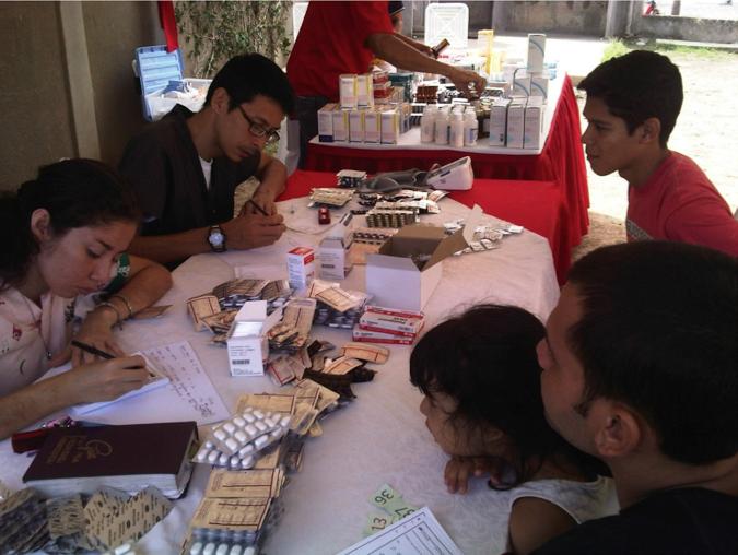 Más de 300 vecinos atendidos en jornada asistencial