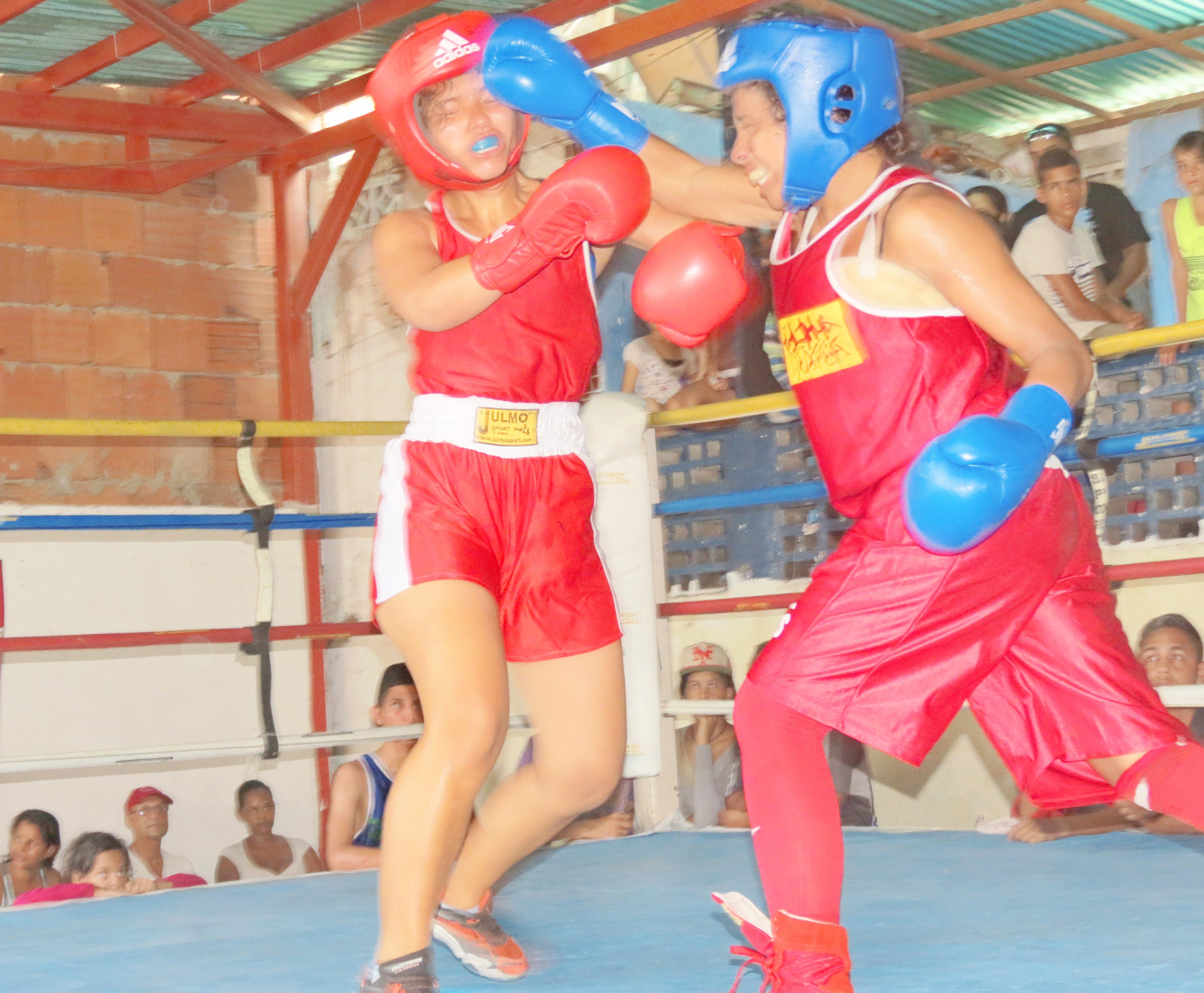 Aso-boxeo realizó cartelera en La Bloquera