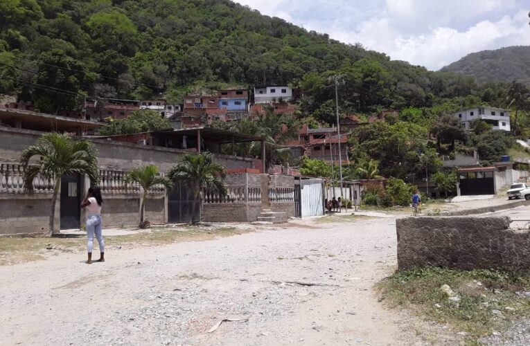 Entre aguas servidas viven en Las Ánimas de Camurí Grande