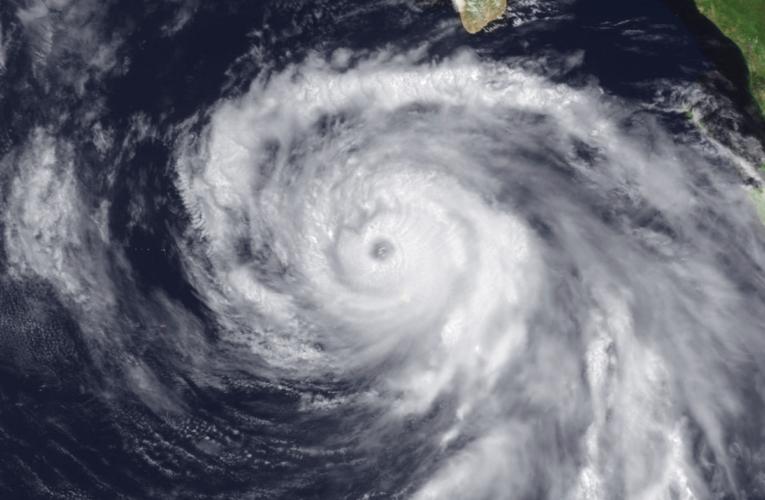 Huracán Douglas rumbo a Hawái