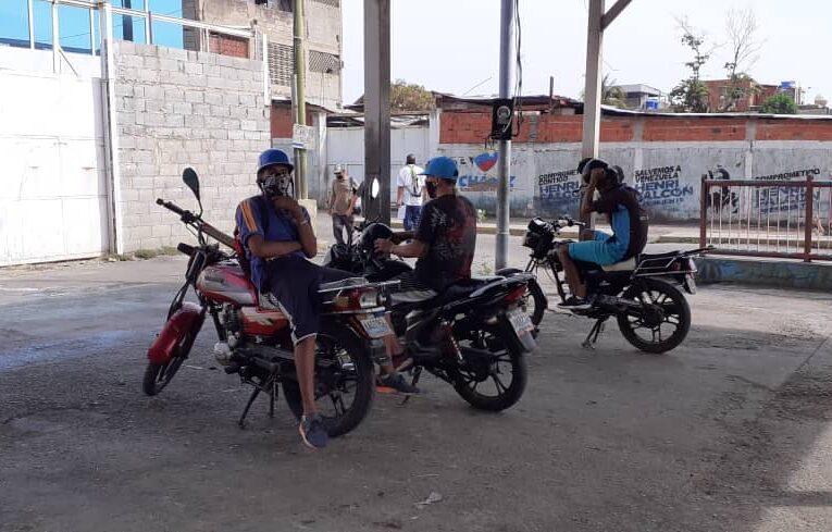 Mototaxistas claman por una semana de flexibilización