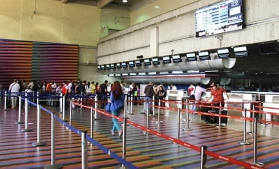 Trabajadores de las líneas aéreas pasan penurias por recorte salarial