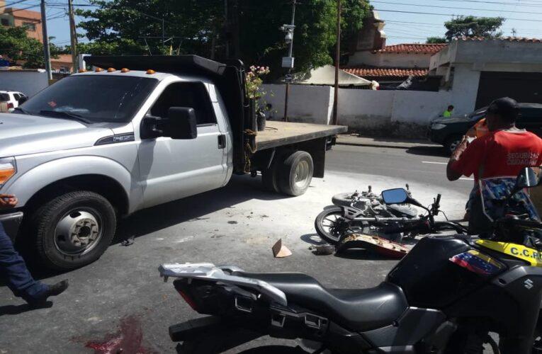 Motorizado chocó contra camión   que trabaja para la Gobernación