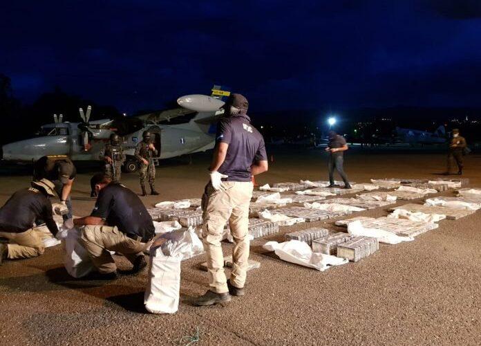 Honduras detiene avioneta que salió de Venezuela  con 800 kilos de coca