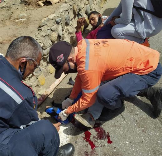Motorizado fue derribado  por un carro en Playa Grande