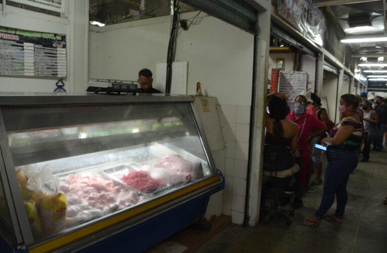 Trabajadores buscan ingresos extras solo para comprar alimentos