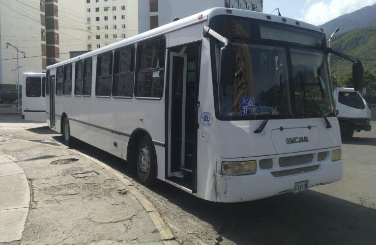 Choferes de la Caracas-Litoral trabajan hasta mediodía