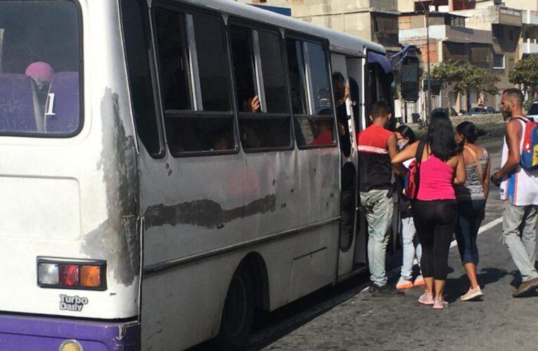 Pasajeros rechazan el aumento a Bs.10.000 y piden la Gaceta con el decreto