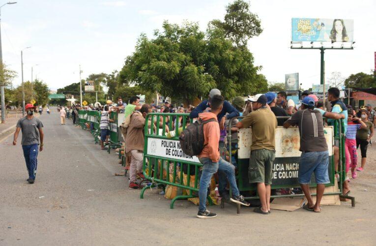Alerta sanitaria por hacinamiento  de venezolanos en la frontera colombiana