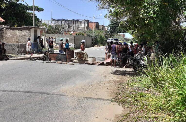 Vecinos de Punta Care trancan la calle por falta de comida