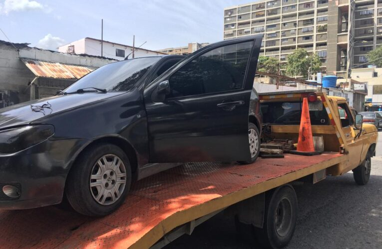 Remolcar un vehículo desde Catia la Mar a Macuto cuesta $100