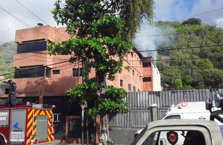 Se incendió apartamento en residencia Santa Inés en Macuto