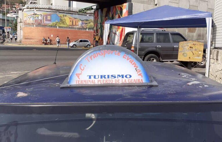 Taxistas pasan las de Caín y piden apoyo a Fontur