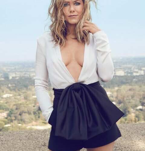 Jennifer Aniston llama  a usar el tapabocas