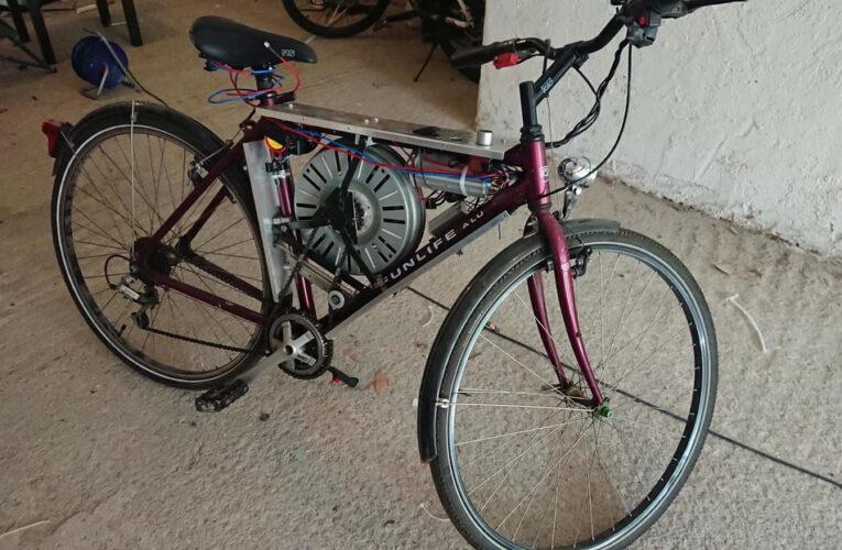 Inventó una bicicleta eléctrica con un motor de lavadora