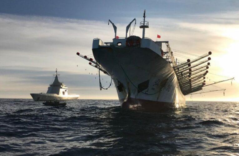 Ecuador advierte a China que no acerque sus barcos pesqueros a Galápagos