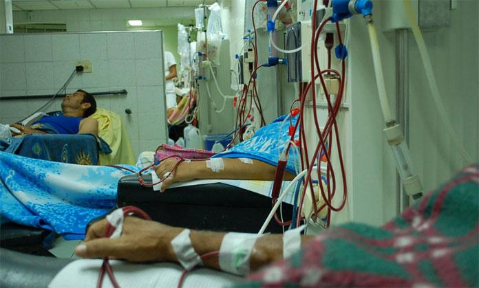 Pacientes de hemodiálisis sufren por la escasez de agua y medicinas