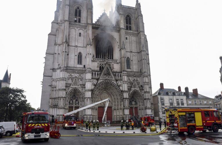 Voraz incendio destruyó la catedral de Nantes