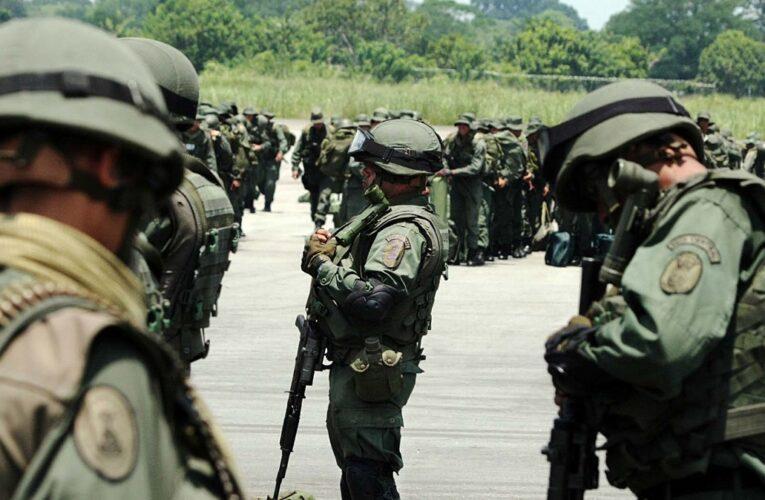 Denuncian que militares venezolanos incautaron ayuda humanitaria en Colombia
