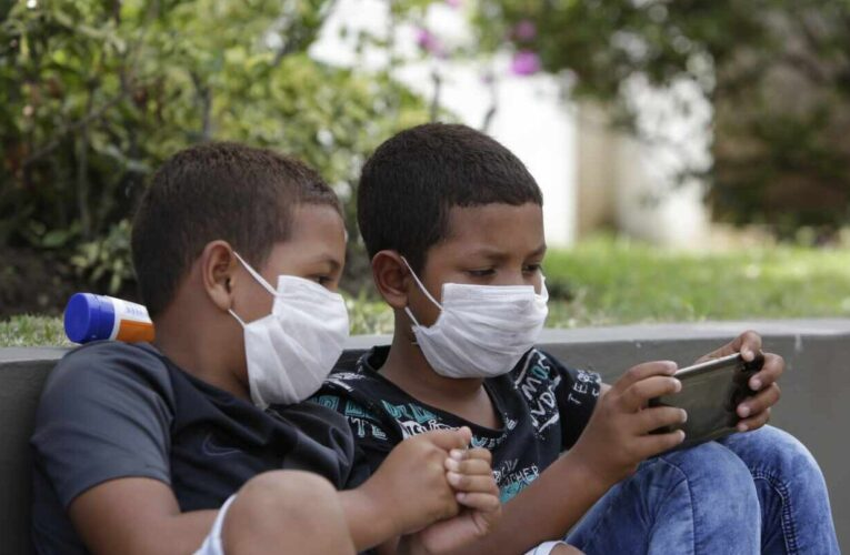 OMS: Niños desde los 12 años deben usar tapabocas