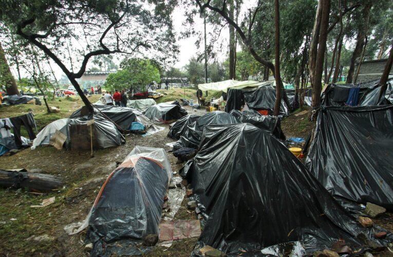 Más de 2 mil venezolanos represados en la frontera