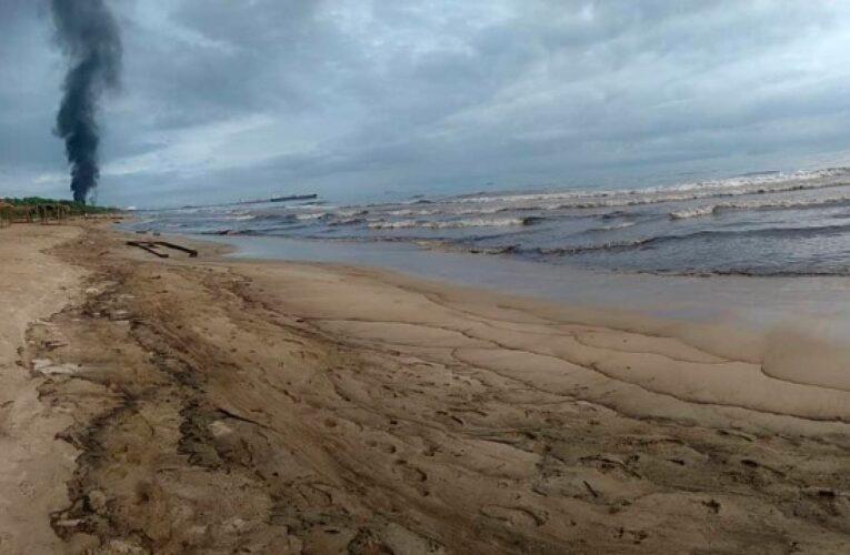 Alertan sobre riesgo ambiental por derrame petrolero