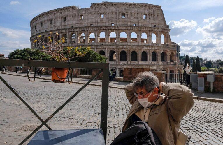 Italia cierra discotecas y obliga el uso del tapabocas