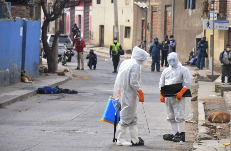 Fabrican hornos crematorios portátiles en Bolivia ante el colapso funerario