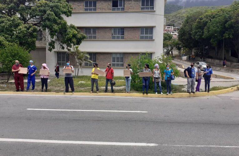 Ni la lluvia impidió que el personal del Seguro manifestara sus exigencias