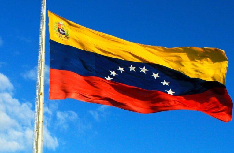 Venezolana en Chile devolvió billetera con $1.900 que se encontró en la calle