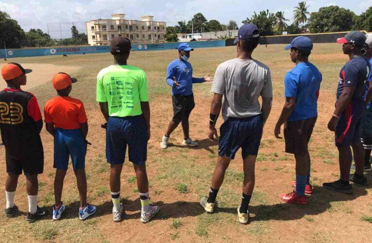 Leonel Escobar brinda sus conocimientos en Dominicana
