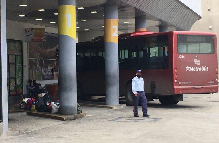 Solo buses para la Costa trabajan en el Terminal de La Guaira