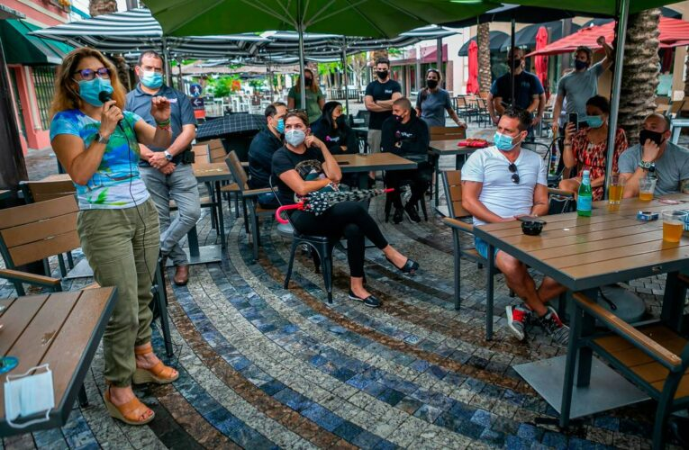 Restaurantes de Miami-Dade reabrirán al 50% de su capacidad