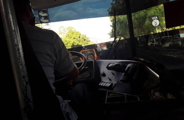 «No es responsabilidad del chofer si el pasajero no respeta el día que le toca salir»