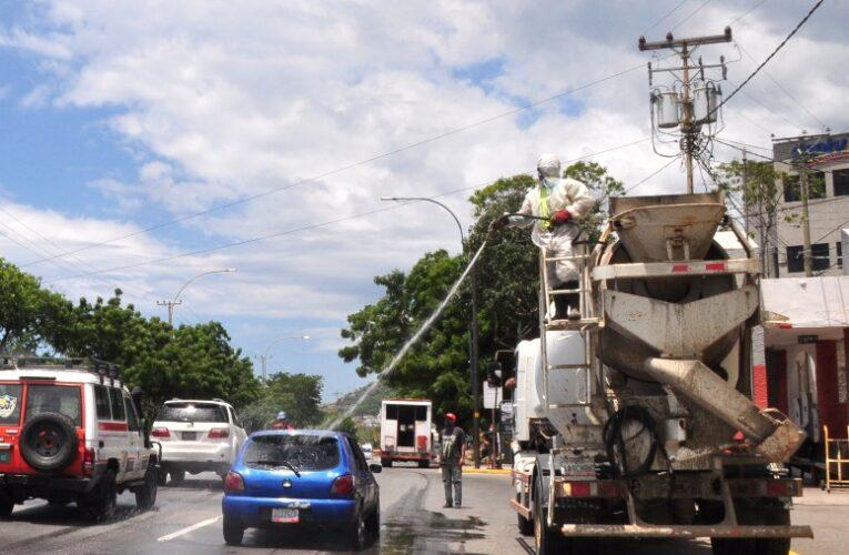 Alcaldía desinfectó en Calle Los Baños y Los Corales