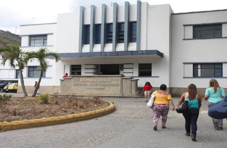 Pacientes sin Covid-19 son rebotados de hospitales