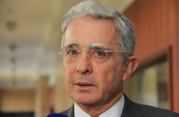 Justicia colombiana dicta arresto domiciliario contra Álvaro Uribe
