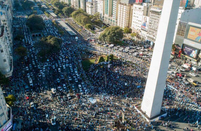 Argentinos salieron a protestar contra el gobierno