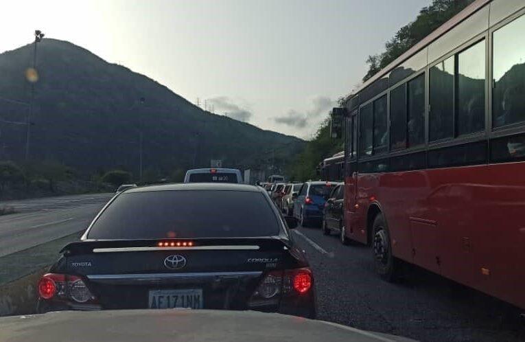 Robaron a pasajeros en la Caracas-La Guaira