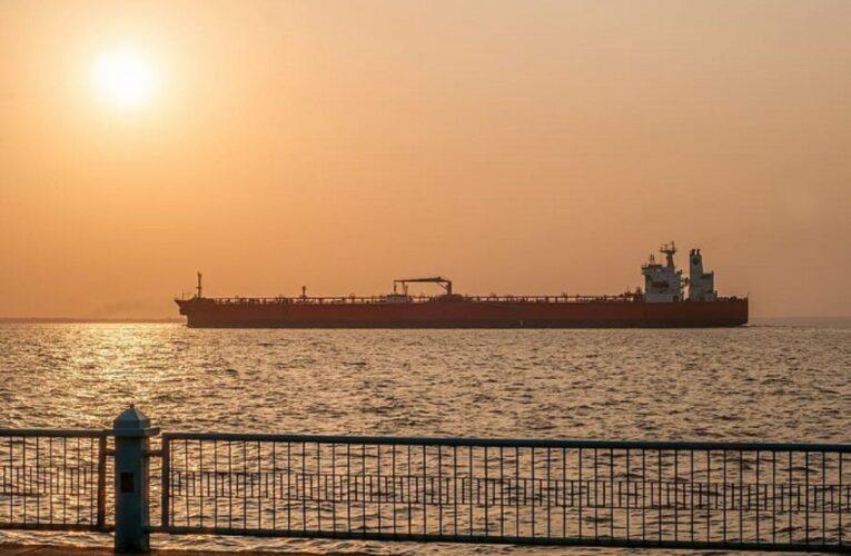 EEUU prepara sanciones petroleras más duras contra gobierno de Maduro