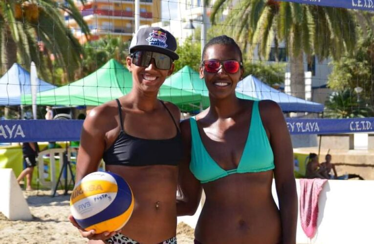 Guaireña se titula en voleibol playa español